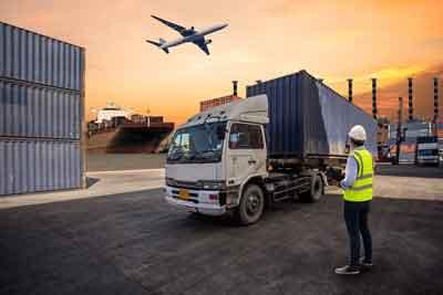 camion de transporte en un puerto